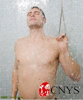 冷热水交替洗澡 有效预防男性阳痿